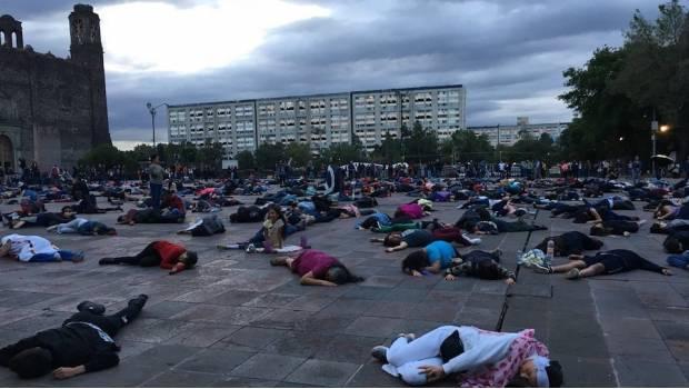 Recuerdan con performance en Tlatelolco represión del 2 de octubre