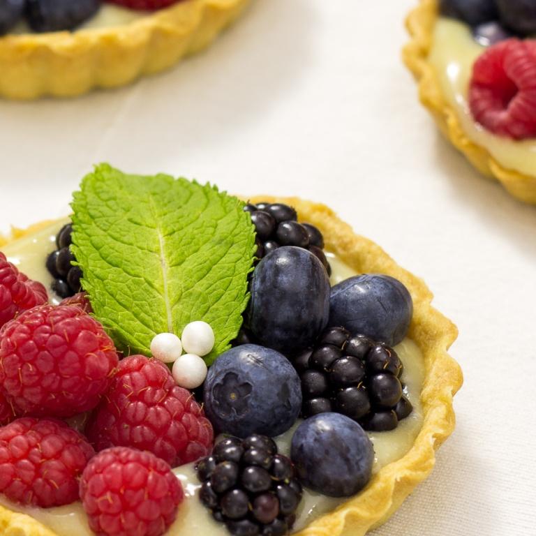 Tartas de crema y frutos rojos.