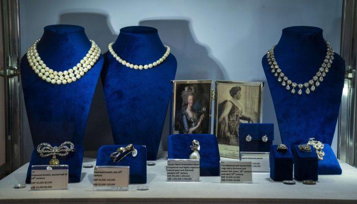 Subastan joyas de María Antonieta, 200 años después de morir en la guillotina