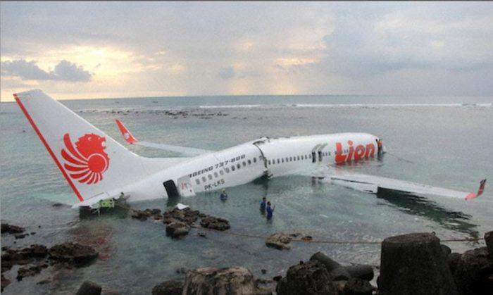 Un avión se estrella con 189 personas a bordo en el mar de Yakarta, Indonesia; no hay rastro de sobrevivientes