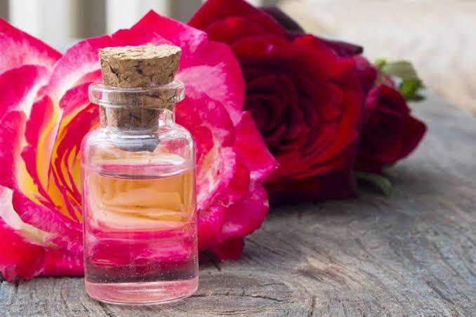 Usos del agua de rosas.