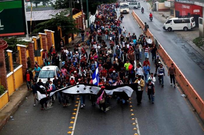 Qué busca la caravana migrante y por qué México los recibe con 200 policías para impedir su paso