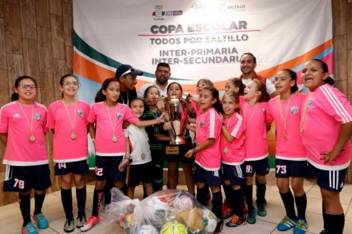 Premia Municipio a ganadores de Copa Escolar de fútbol y básquetbol