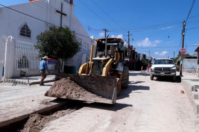 Avanza construcción de drenaje pluvial en la colonia Anáhuac