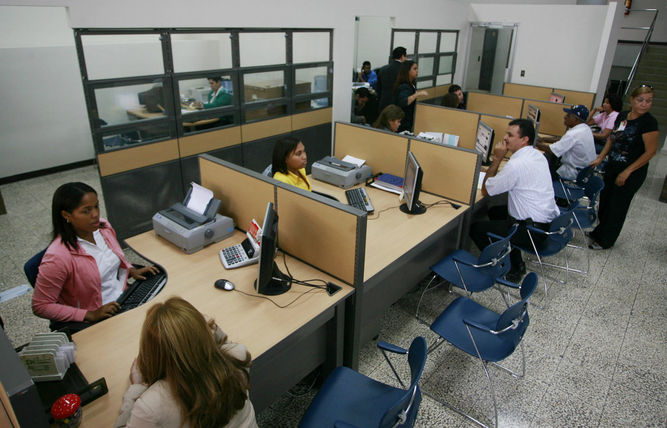 gobierno-cerrarAn-mediodA-a-Semana-Santa_LPRIMA20150326_0171_32