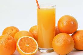 Beneficios de tomar jugo de naranja.