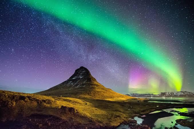 Viaja a Islandia.