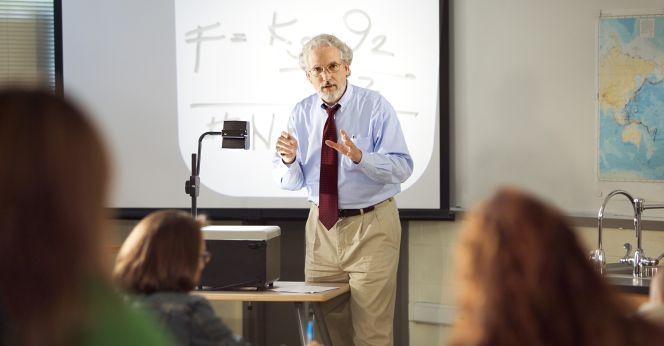 Académicos temen baja en sus ingresos por ley de salarios