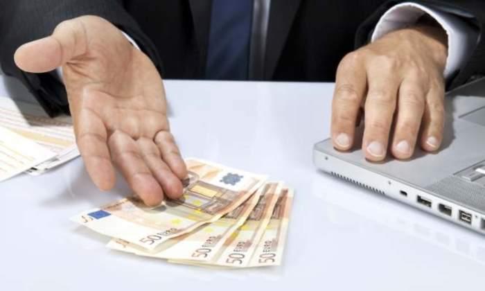 Peso continua debilitándose, intereses bancarios en aumento