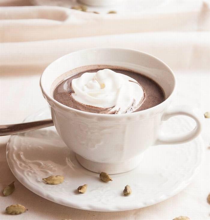 Chocolate caliente al cardamomo.