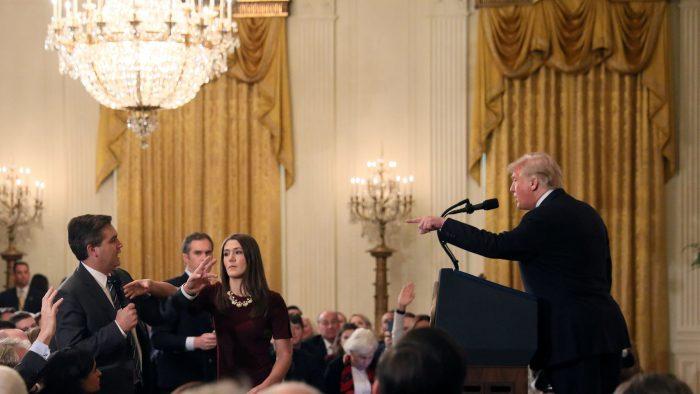 """Trump retira la acreditación permanente al periodista que llamó """"maleducado y terrible"""""""