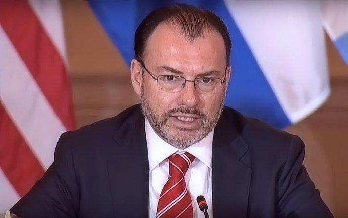 Videgaray pide renuncia a embajadores políticos por transición
