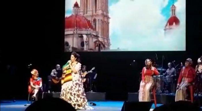 Regina Orozco rinde homenaje a Saltillo