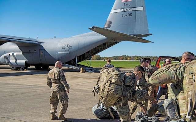 Militares estadounidenses llegan a la frontera con México