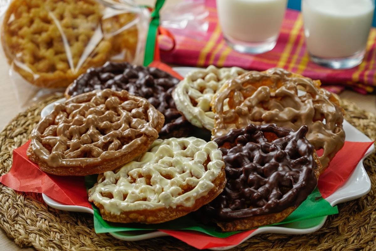 Buñuelos cubiertos de chocolate.