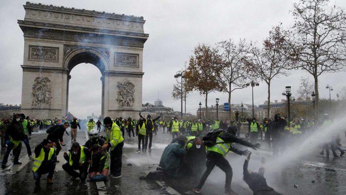 ¿Quiénes son y qué piden los «chalecos amarillos» en Francia?