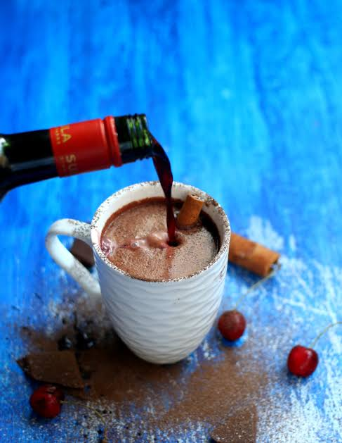 Chocolate caliente con vino tinto.