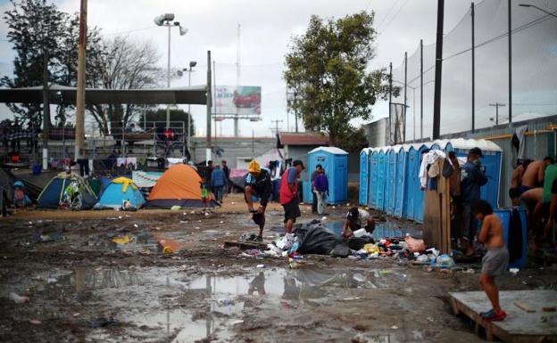 Hacinamiento y desilusión provoca  conflictos entre miembros de caravana migrante