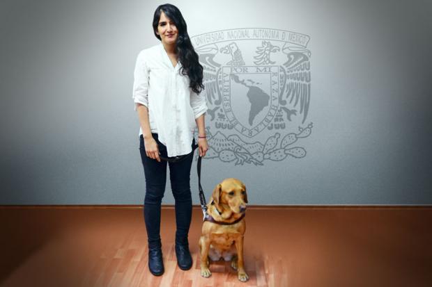 Perrita guía y su dueña se gradúan con honores de la UNAM