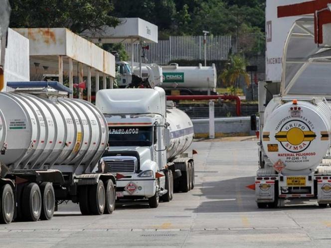 Autotanques de Canacar distribuirán gasolina; gobierno desplegará más de 8 mil policías