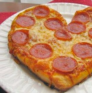 Pizza en forma de corazón para San Valentín.