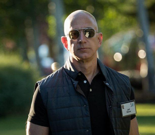 Revelan supuestos mensajes íntimos que causaron el divorcio de Jeff Bezos