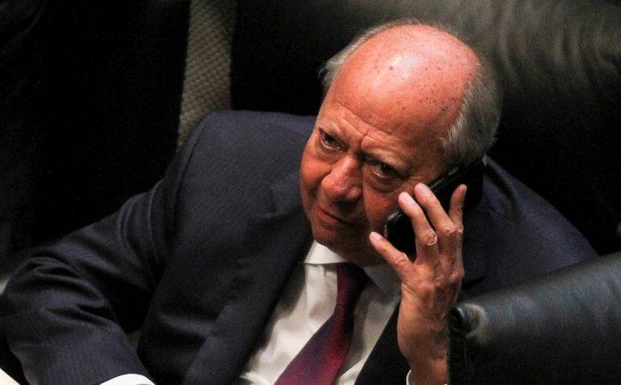 Se ampara Deschamps; niega AMLO investigación y persecución en su contra