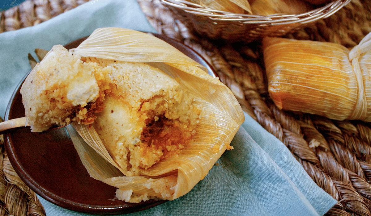 Tamales de chilorio con philadelphia.