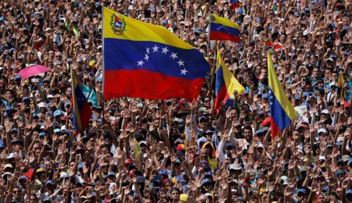 Guaidó reactiva la protesta en la calle para desbloquear la entrega de ayudas