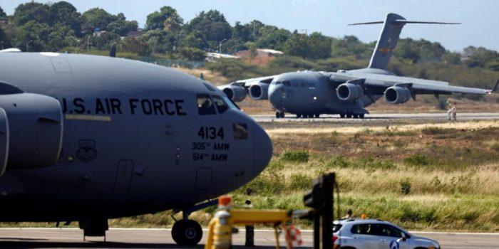 Estados Unidos redobla su apoyo a Guaidó con un puente aéreo