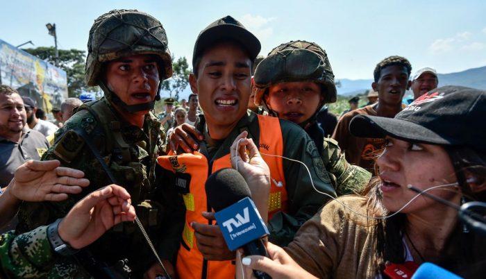 Venezuela: 167 militares y policías han desertado y cruzado a Colombia
