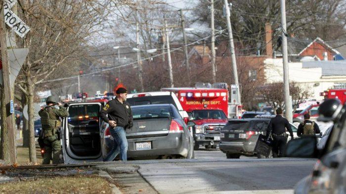Al menos cinco muertos en un tiroteo a las afueras de Chicago