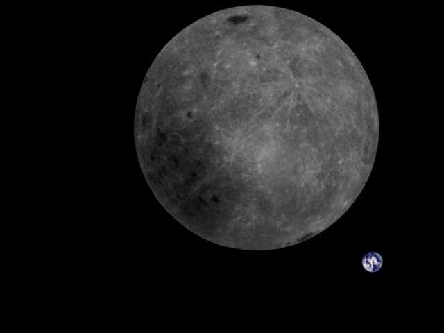 China fotografía por primera vez el lado oculto de la Luna con la Tierra de fondo.