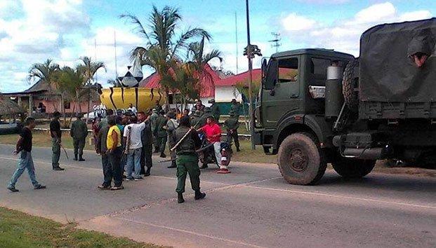 Militares de Maduro abren fuego contra manifestantes dejando un muerto y una docena de heridos