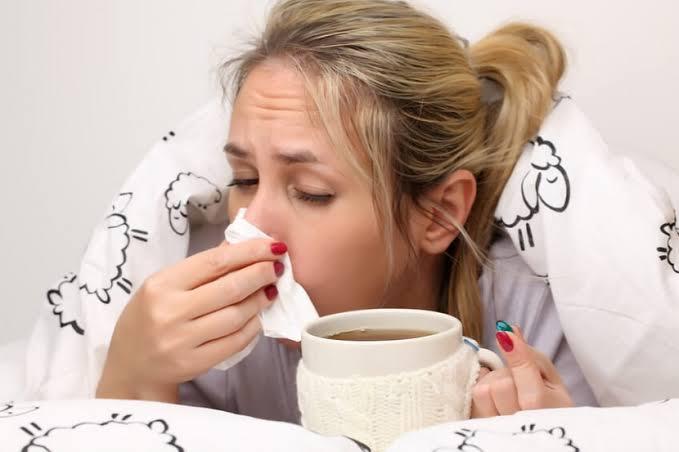 Como prevenir y aliviar los sintimoas del resfriado.