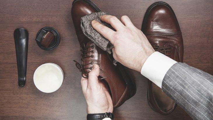 Consejos que debes seguir para limpiar y bolear zapatos.