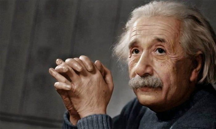 Hallan enigmático documento con el que Einstein intentó explicar el universo