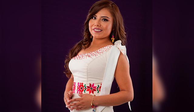Esta joven de la etnia tének será coronada como reina de la Feria Nacional de la Huasteca