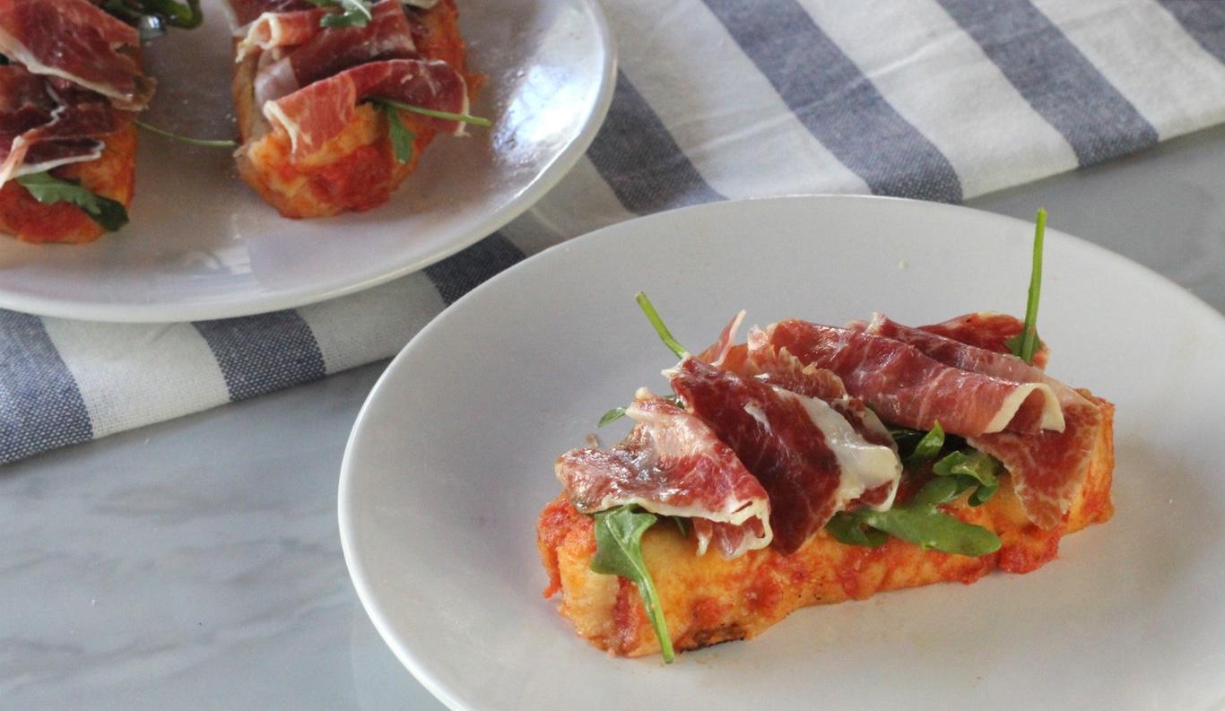 Torrijas saladas de Tomate y Jamón Ibérico.