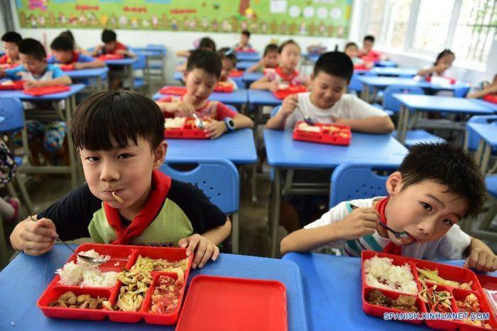 En china arrestan a maestra por envenenar a 23 alumnos