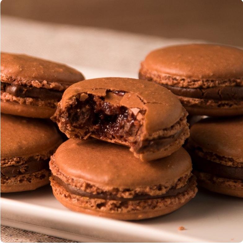 Macarons de Chocolate con Frambuesa.