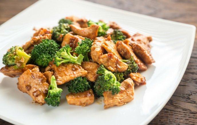 Pollo con Brócoli estilo Oriental.