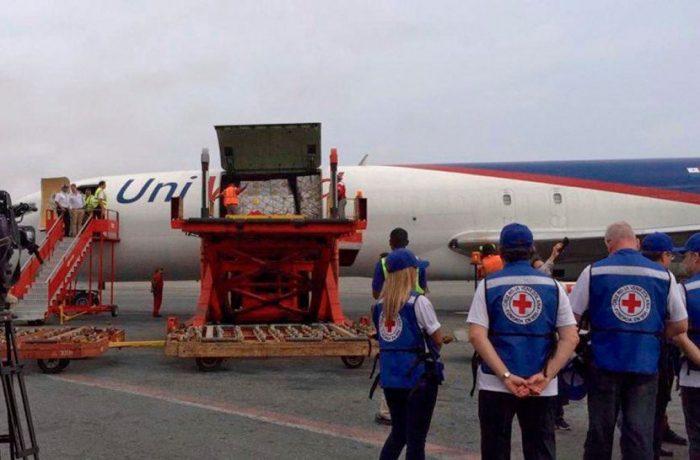 Aterriza avión con ayuda humanitaria de la Cruz Roja en Venezuela