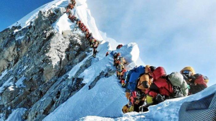 Mueren otros dos alpinistas intentando escalar el Everest