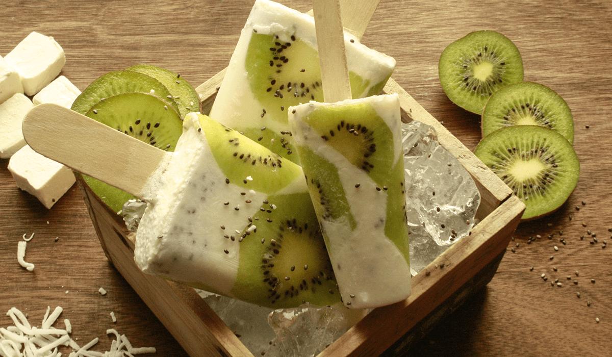 Paleta de Coco y Chia con Fruta.