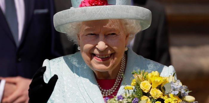 ¿Buscas trabajo? La reina Isabel II ofrece un súper sueldo a quien le lleve sus redes sociales