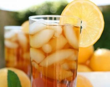 Aguas naturales que te ayudarán a dejar el refresco.