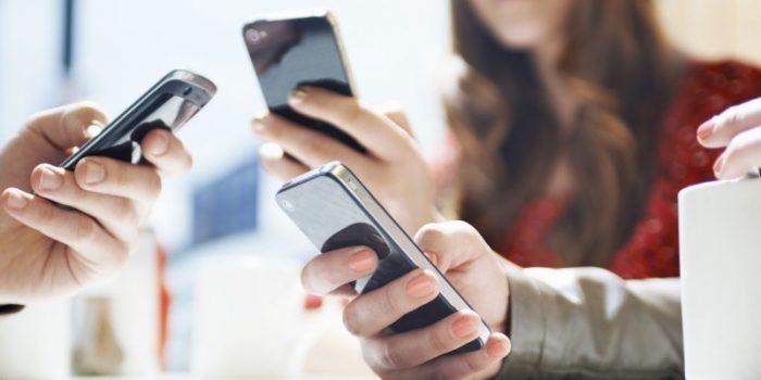 ¿Prefieres enviar mensajes en lugar de marcar? Eres parte de la Generación Muda