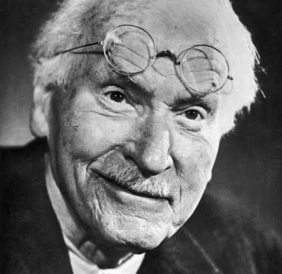 Las 4 etapas de la vida según Carl Jung.