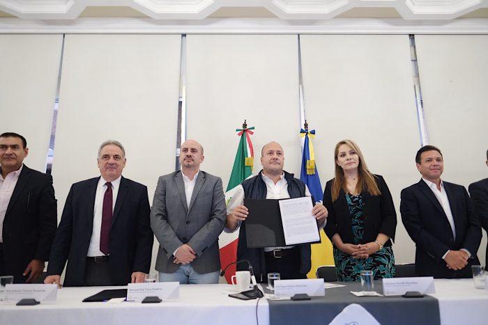 EN JALISCO GOBERNADOR Y ALCALDES FIRMAN CONVENIO PARA CREAR LA POLICÍA METROPOLITANA